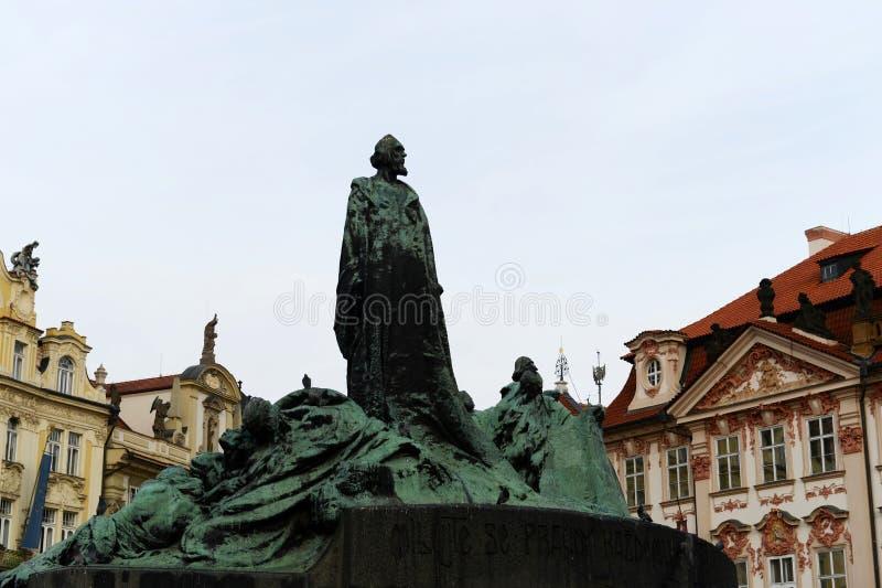 Het Gedenkteken van januari Hus op het Oude Vierkant van de Stad, staart Mesto mening, Praag, Tsjechische Republiek Opgericht op  stock fotografie
