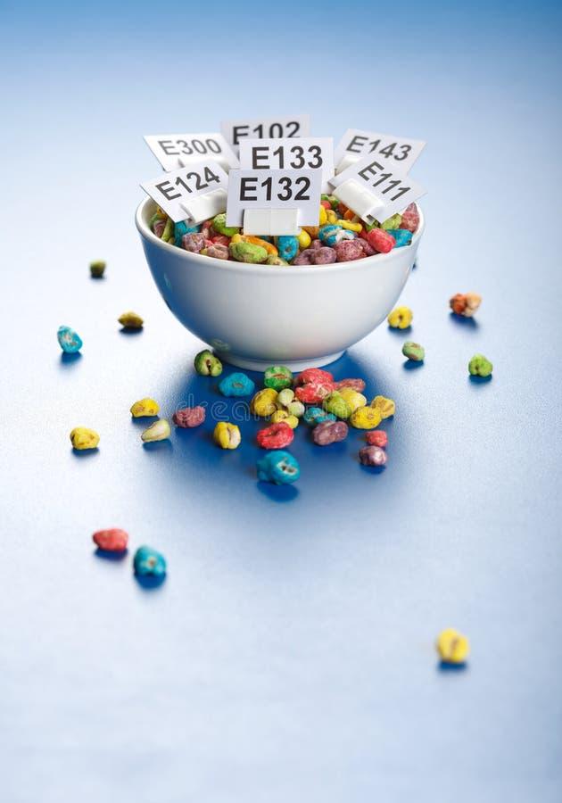 Het geknalde hoogtepunt van tarwezaden met additief voor levensmiddelen royalty-vrije stock afbeelding