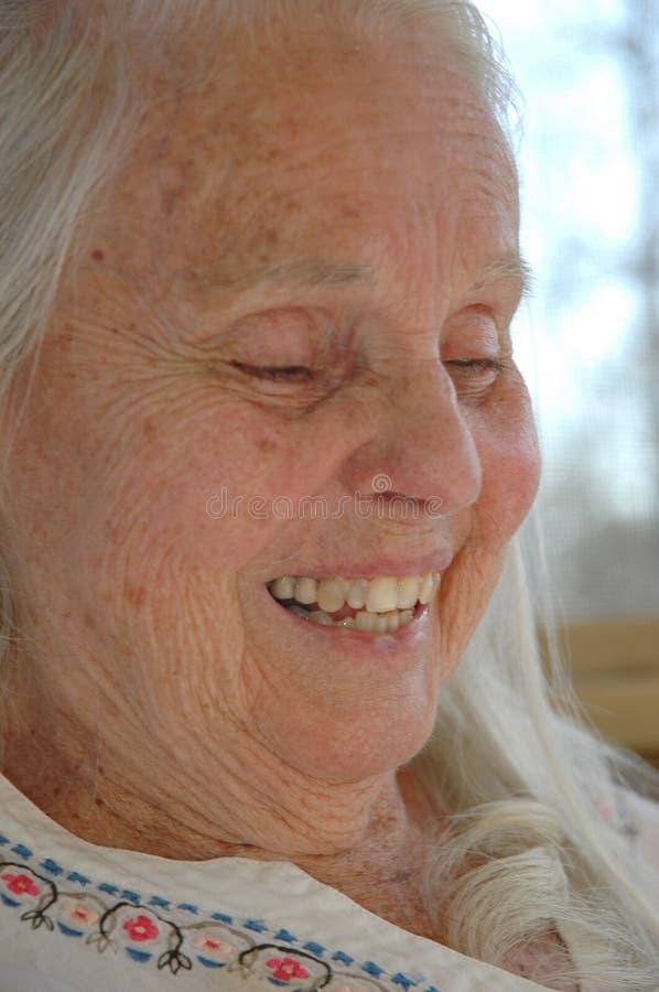 Het Gelach van de grote Oma stock foto