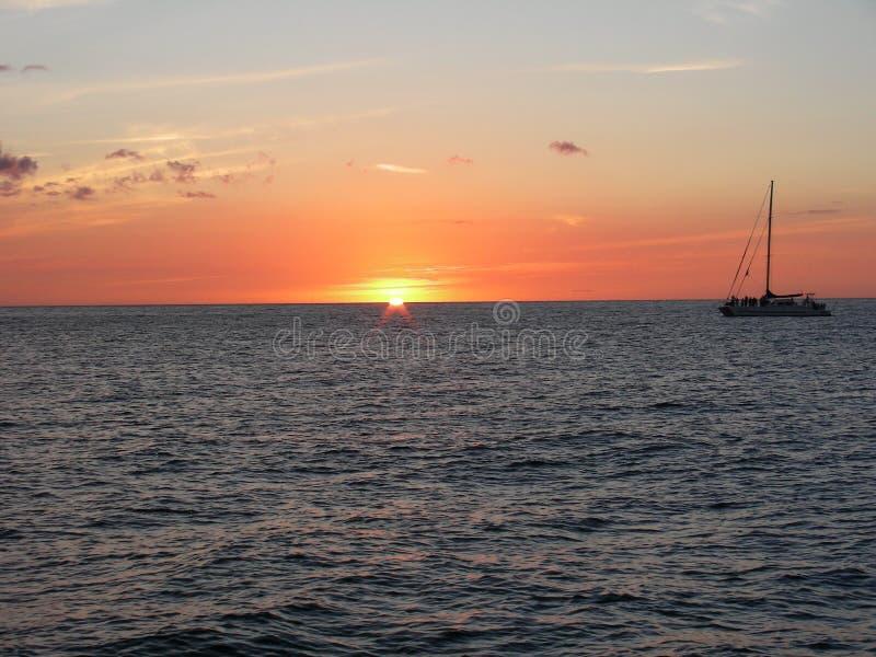 Het gelaten vallen zeil readied voor zonsondergang royalty-vrije stock afbeelding