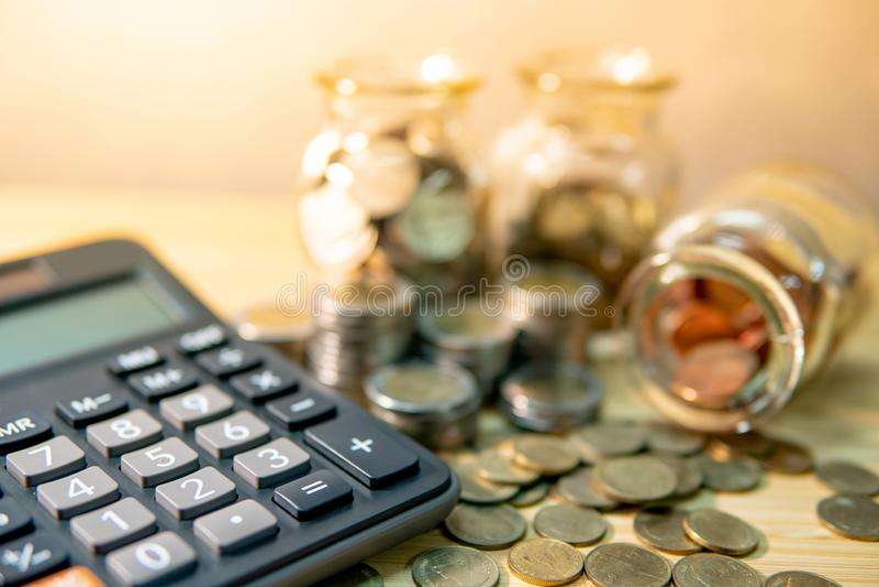 Het geld van de besparing Financiële boekhoudingsberekening stock afbeelding