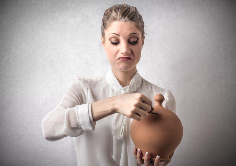 Het geld van de vrouwenbesparing stock fotografie