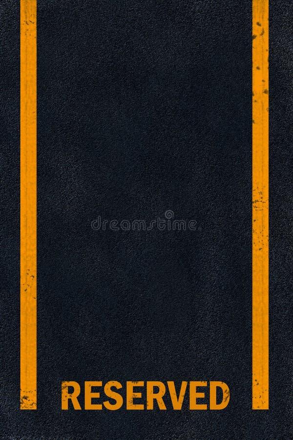 Het gele merken op zwart asfalt stock afbeeldingen