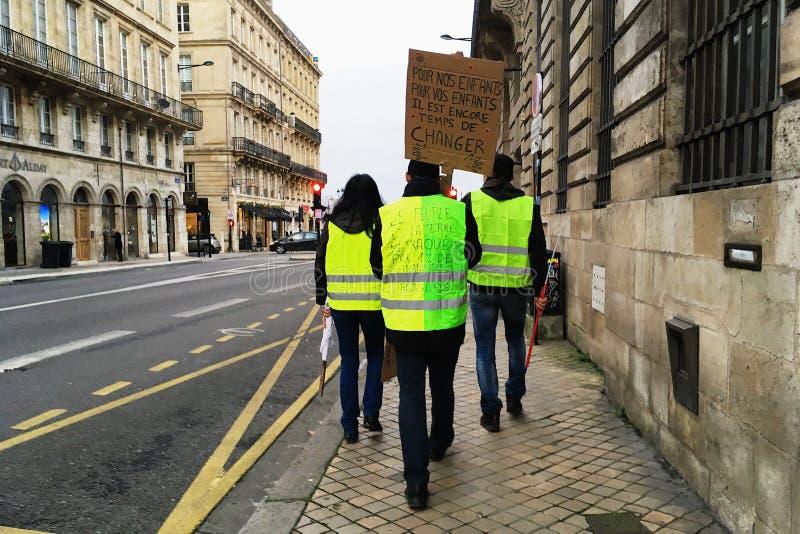 Het gele vest protesteert tegen verhogingsbelastingen op benzine en diesel geïntroduceerde regering van Frankrijk royalty-vrije stock afbeelding