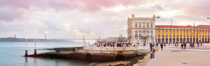 Het gelijk maken bij de Tagus-rivier stock foto's