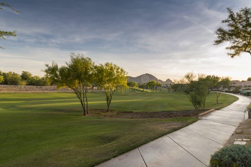 Het gelijk maken van dalingen over de het Scottsdale-Groengordelpark en Camelback-Berg royalty-vrije stock afbeelding
