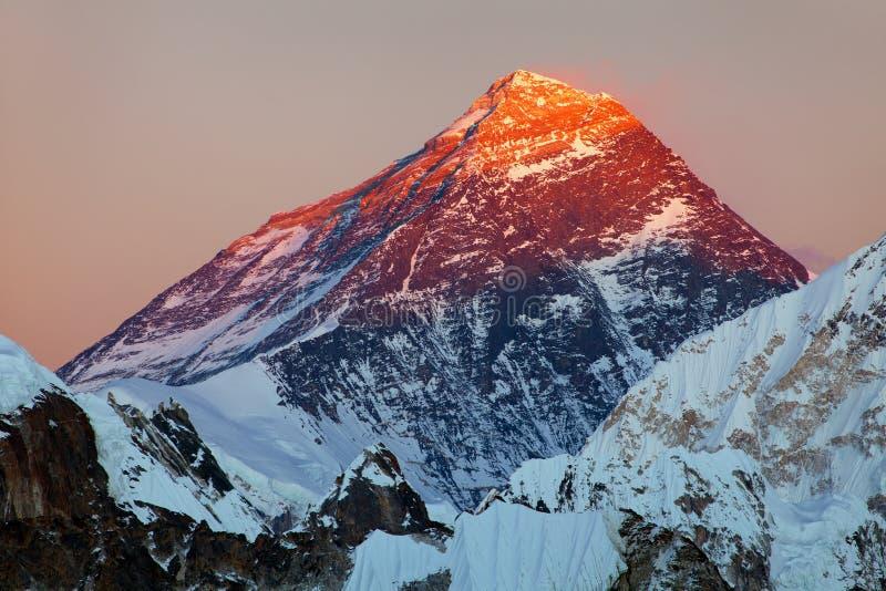 Het gelijk maken van gekleurde mening van Onderstel Everest van Gokyo R royalty-vrije stock foto