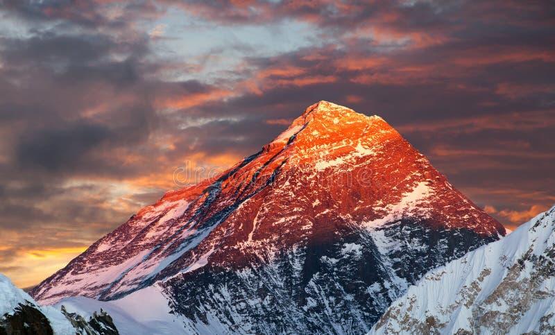 Het gelijk maken van gekleurde mening van Onderstel Everest van Gokyo Ri royalty-vrije stock fotografie