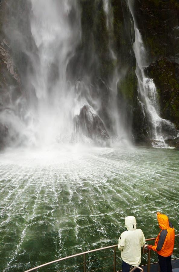 Het Geluid van Milford fiord, Nieuw Zeeland stock foto
