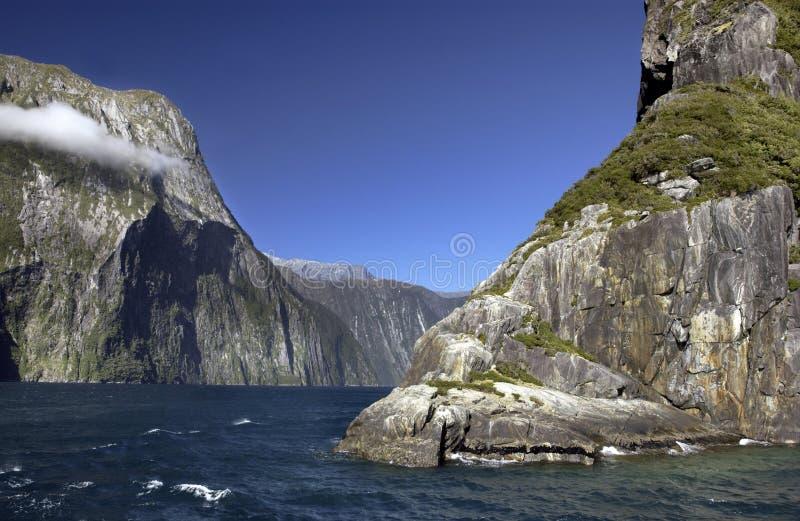 Het Geluid van Milford - Nieuw Zeeland stock foto