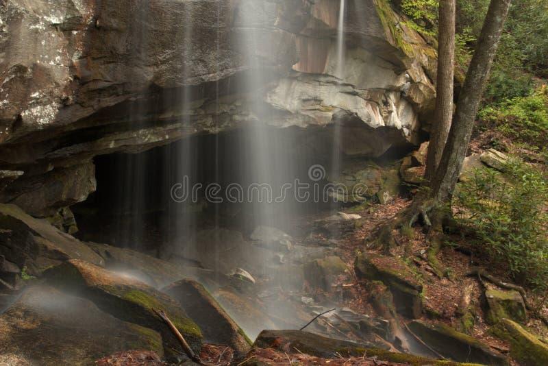 Het geluid van waterdalingen ontspant zo royalty-vrije stock foto's