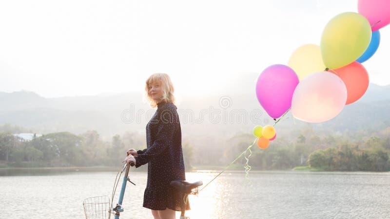 Het gelukconcept, sluit omhoog geschoten van jonge vrouw heeft gelukkig royalty-vrije stock fotografie