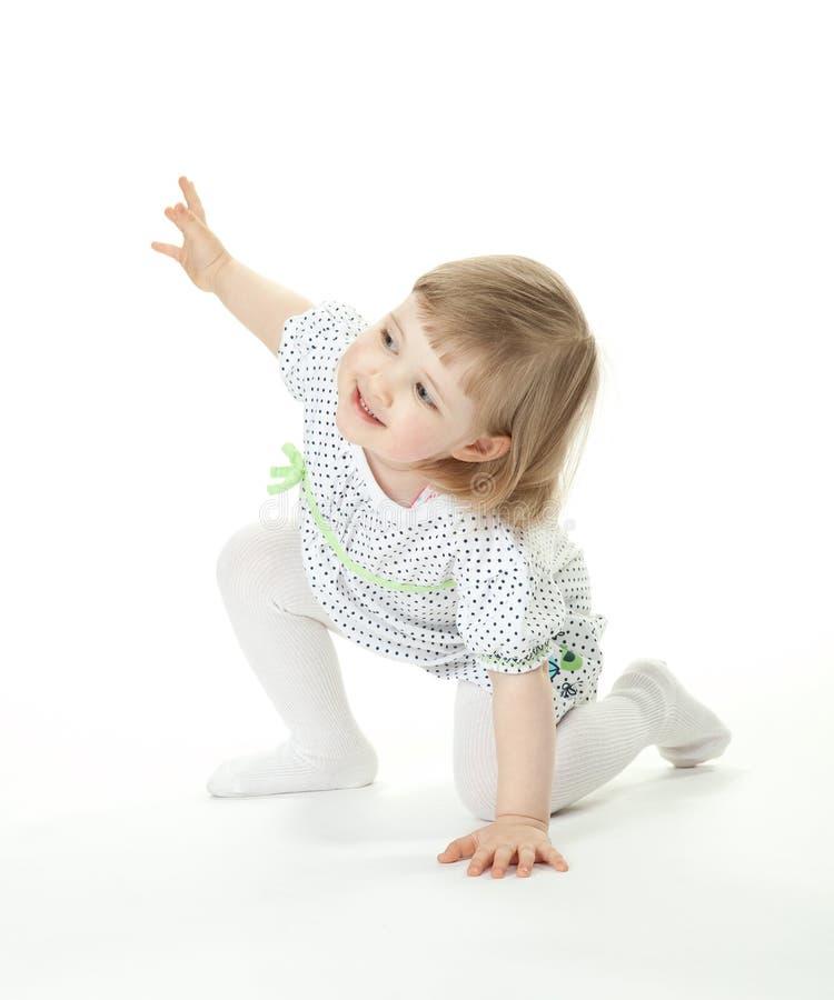 Het gelukkige babymeisje spelen royalty-vrije stock afbeelding