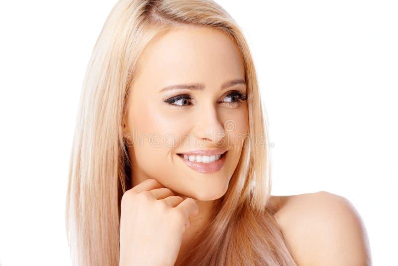 Het gelukkige blonde vrouw glimlachen stock fotografie