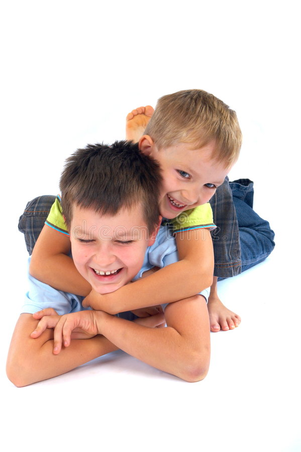 Het gelukkige broers spelen   stock afbeelding
