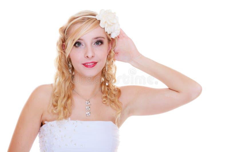 Het gelukkige bruid stellen voor huwelijksfoto royalty-vrije stock fotografie
