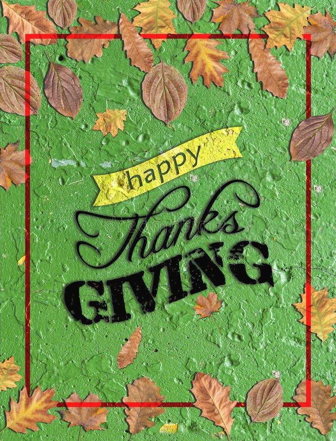 Het gelukkige dank geven geschreven op groen beton met verscheidene bladeren stock foto