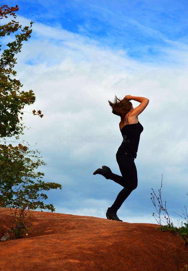 Het gelukkige Dansen van de Vrouw stock fotografie