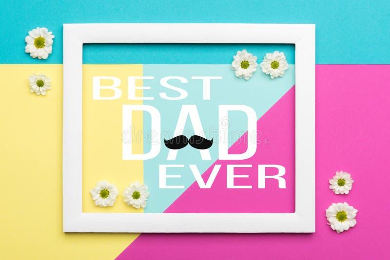 Het gelukkige de Pastelkleursuikergoed van de Vader` s dag kleurt Achtergrond De bloemenvlakte legt van de de Vaderdag van minima royalty-vrije stock fotografie