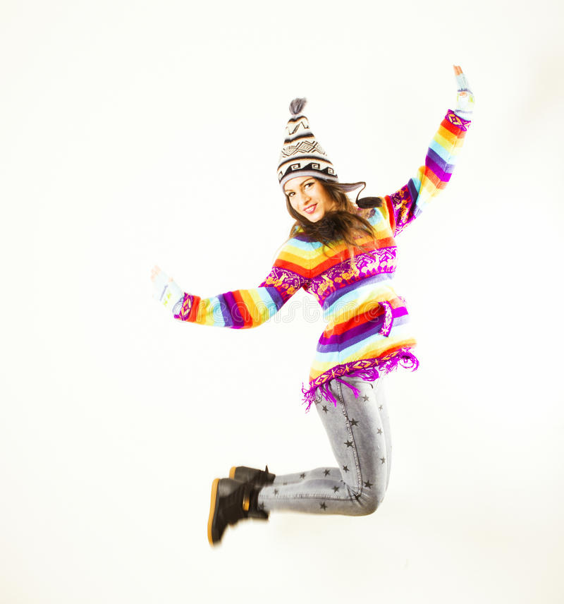 Het gelukkige de wintervrouw springen stock fotografie