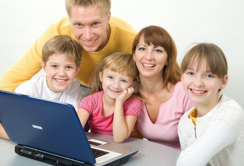 Het gelukkige familie glimlachen royalty-vrije stock afbeeldingen