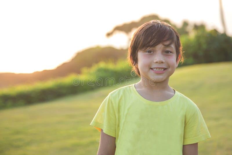 Het gelukkige jongen glimlachen royalty-vrije stock fotografie