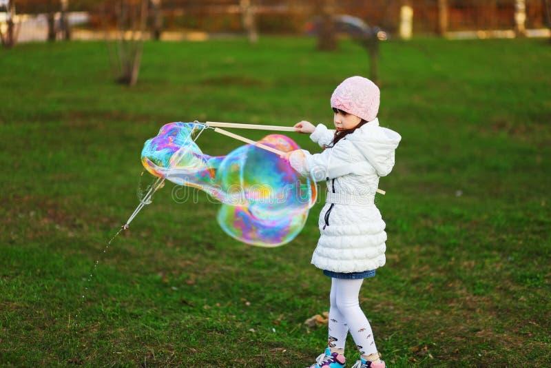 Het gelukkige kind stock fotografie