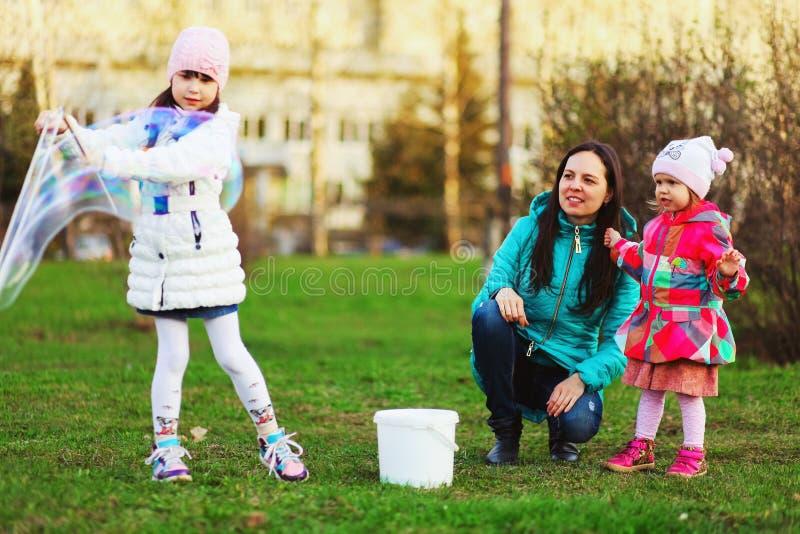 Het gelukkige kind stock foto's