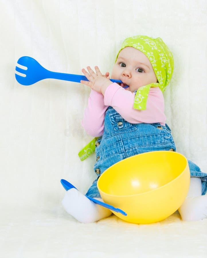 Het gelukkige kind koken royalty-vrije stock foto