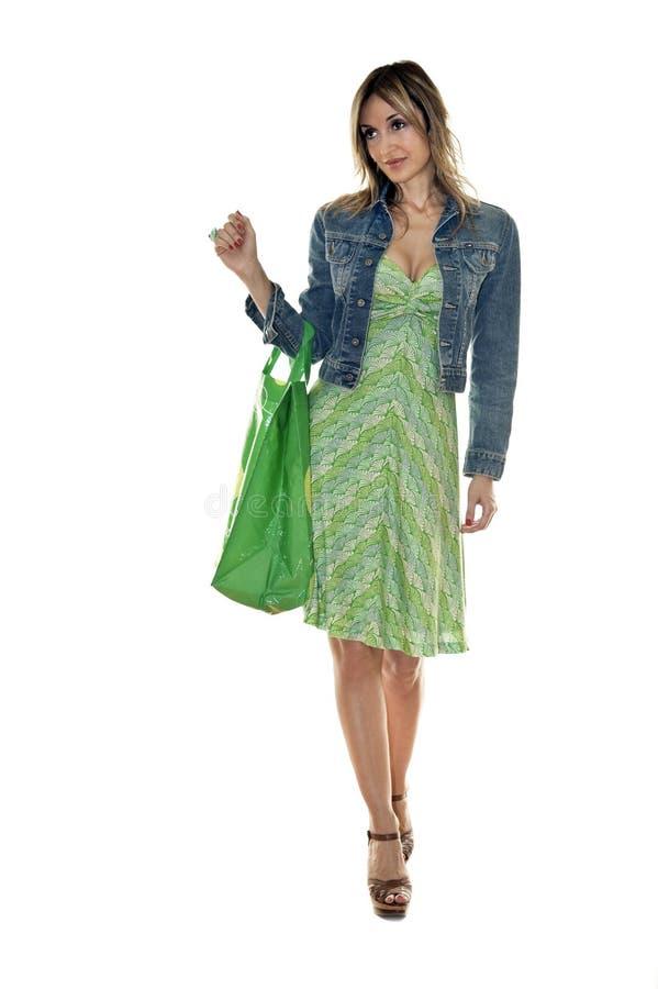 Het gelukkige leuke jonge vrouw winkelen stock fotografie