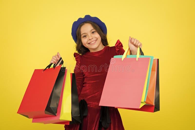 Het gelukkige online Winkelen grote verkoop in winkelcomplex De verjaardag en Kerstmis stellen voor De dag van internationale kin royalty-vrije stock fotografie