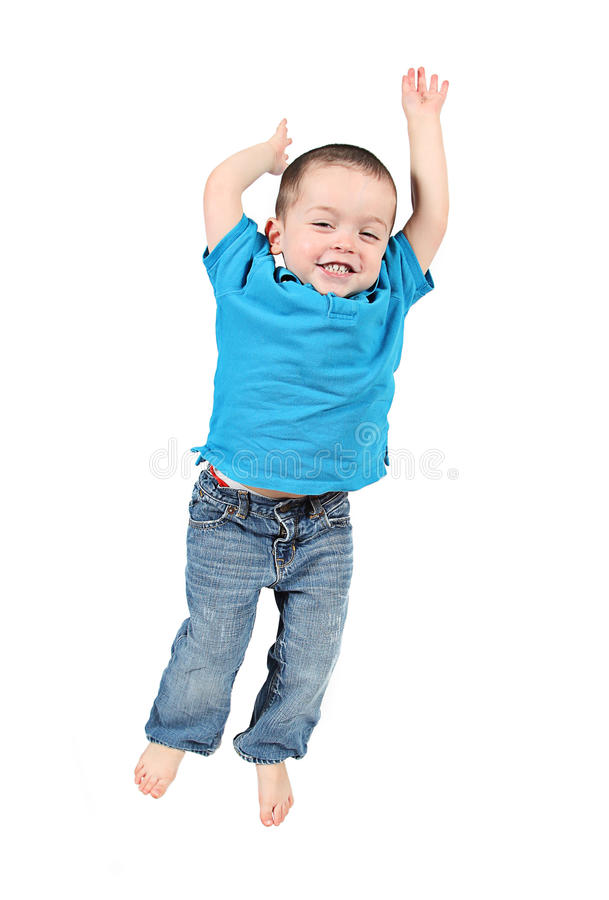 Het gelukkige peuterjongen springen stock afbeeldingen