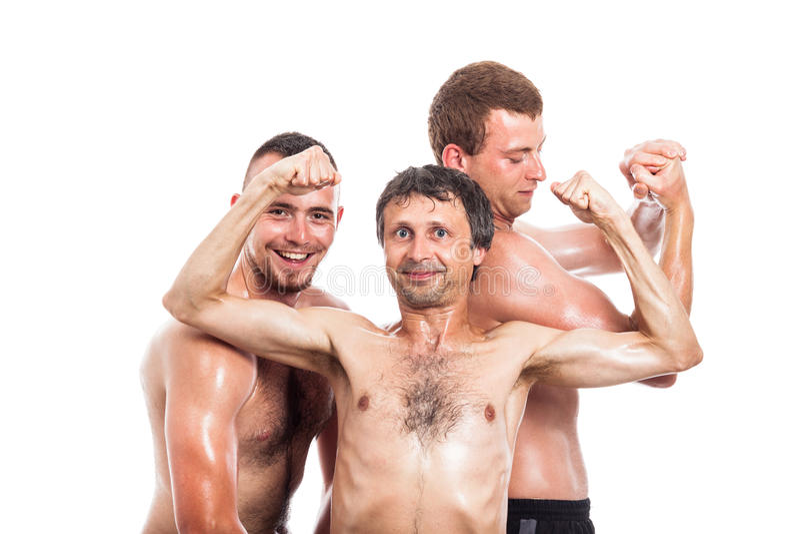 Het gelukkige shirtless sportmannen stellen stock foto