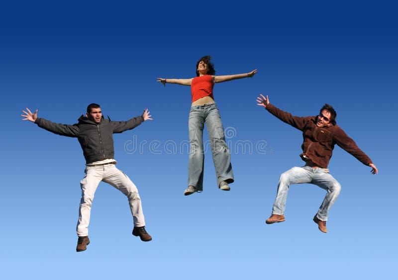 Het gelukkige Springen van Vrienden stock fotografie
