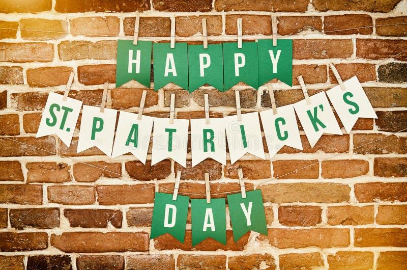 Het gelukkige St Patrick Dagbanner van letters voorzien royalty-vrije stock foto