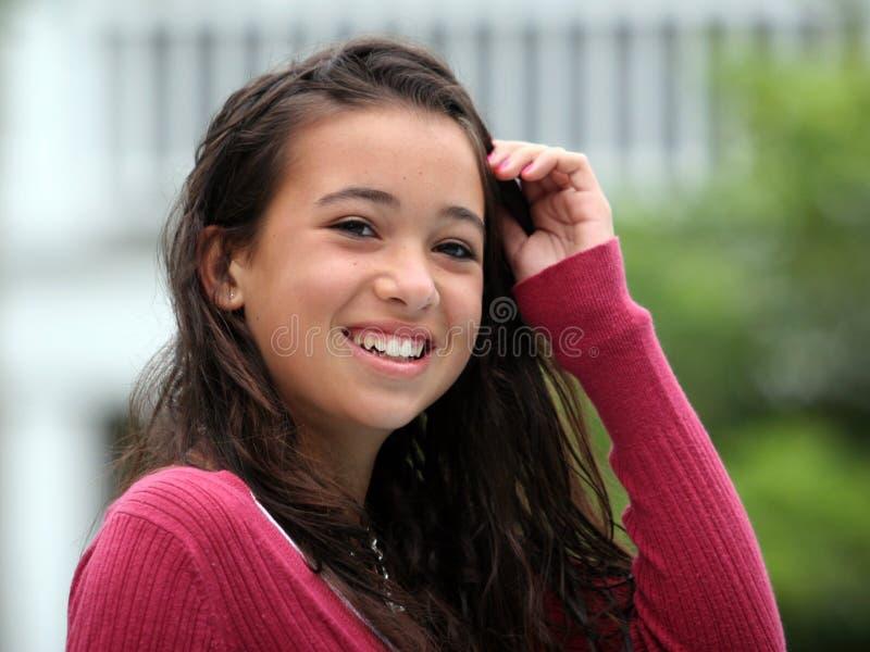 Het gelukkige tienermeisje glimlachen stock foto