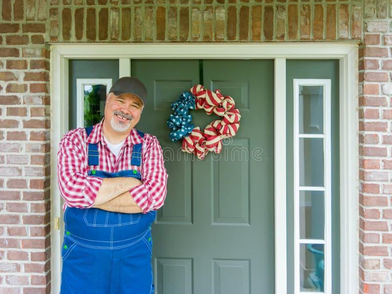 Het gelukkige vriendschappelijke landbouwer vieren 4 Juli royalty-vrije stock foto's