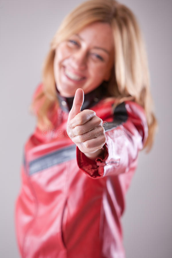 Het gelukkige vrouw o.k. succesvol glimlachen stock foto