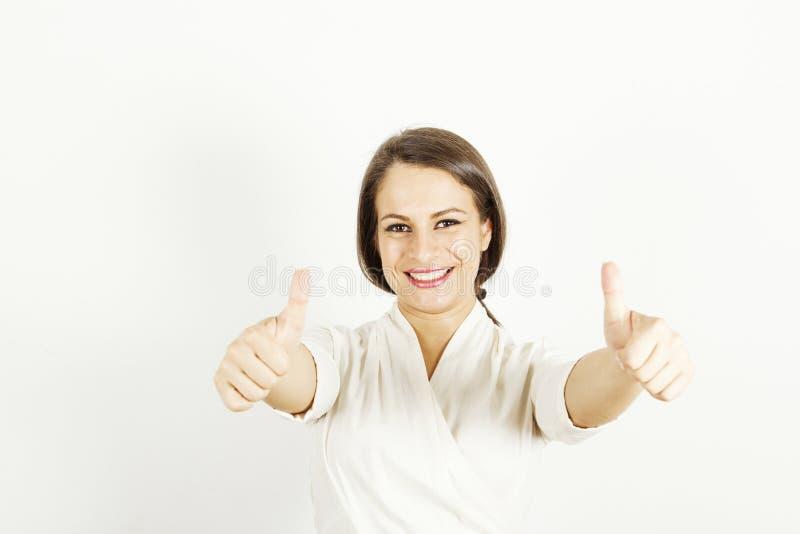 Het gelukkige vrouw tonen beduimelt omhoog royalty-vrije stock afbeelding