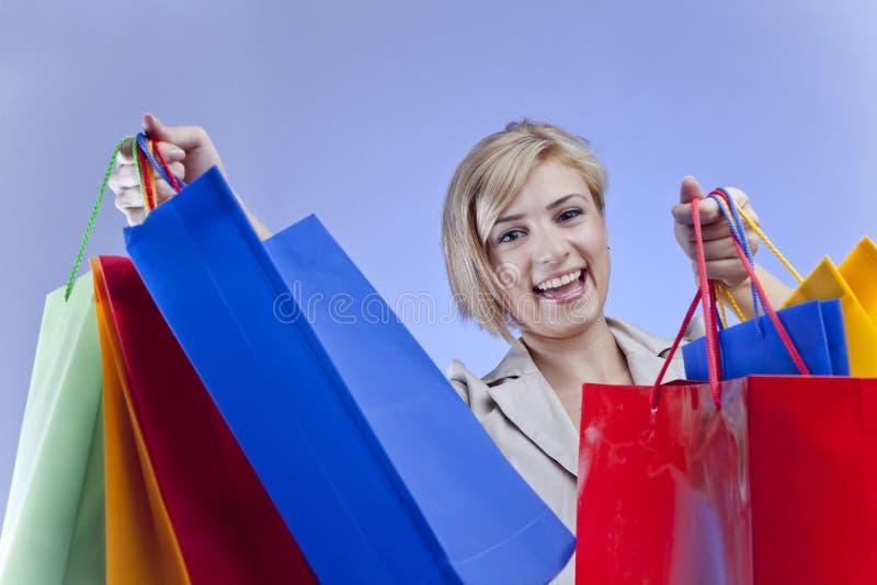 Het gelukkige vrouw winkelen royalty-vrije stock afbeelding