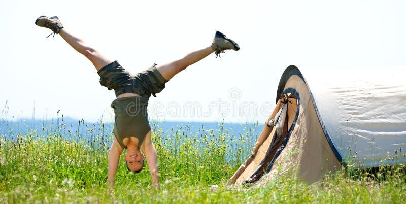 Het gelukkige vrouwen springen stock afbeelding