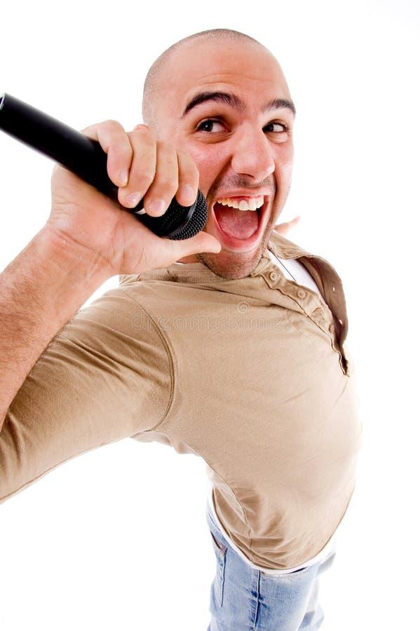 Het gelukkige zanger zingen in microfoon royalty-vrije stock foto's