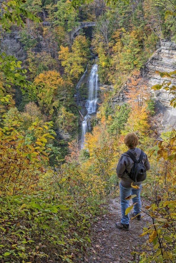 Het genieten van het van Autumn Colors Of Letchworth State-Park stock foto