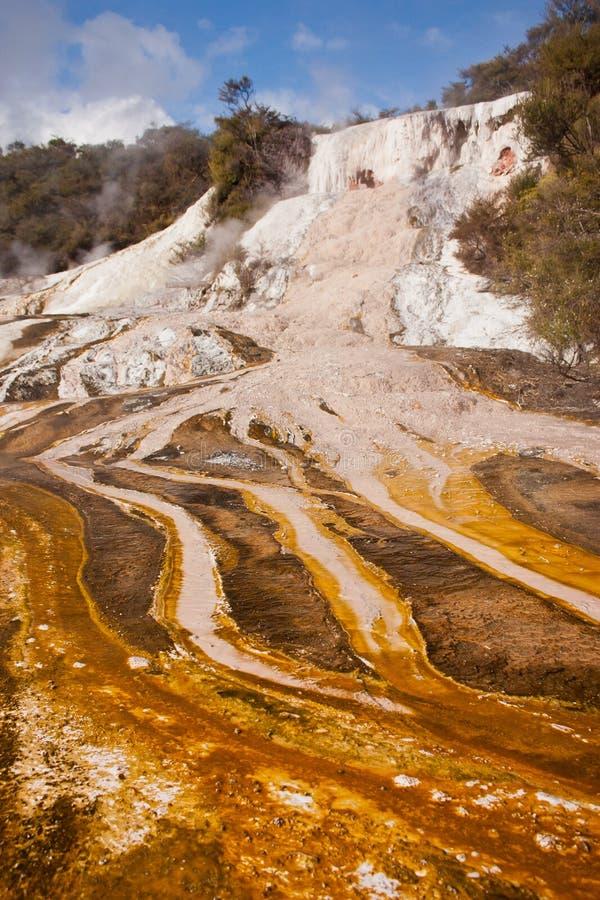 Het geothermische park van Orakeikorako dichtbij stad van Taupo, Nieuw Zeeland royalty-vrije stock foto