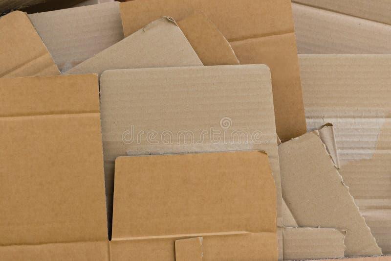 Het gerecycleerde karton vlakte en schikte stapel af stock afbeeldingen