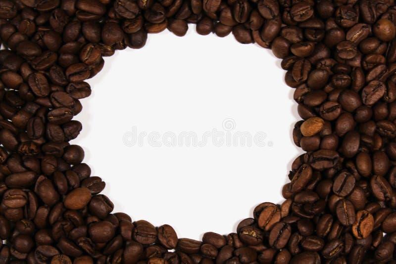 Het geroosterde close-up van koffiebonen Het ronde kader van koffiebonen stock afbeelding