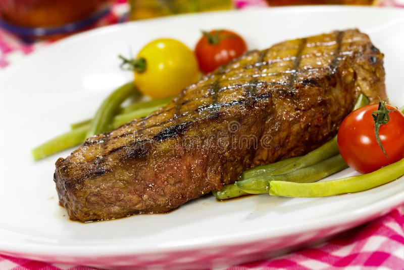 Het geroosterde Geroosterde Lapje vlees van de Strook van New York met Vegetabl royalty-vrije stock fotografie