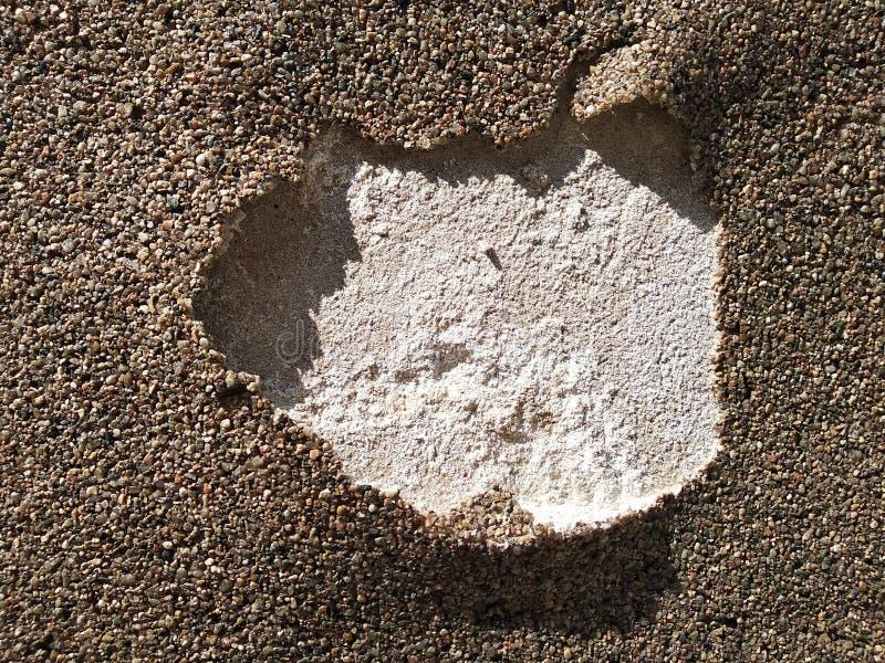 Het gescheurde behandelen van muren en wegen van gelijmde stenen het gebruik van nieuwe materialen voor bouw en reparatie, natuur royalty-vrije stock afbeeldingen