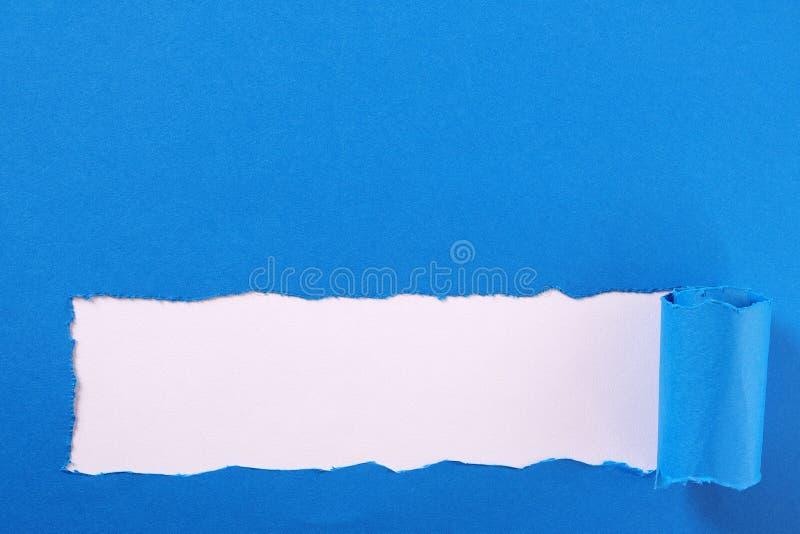 Het gescheurde blauwe document wit van het de grenskader van de strook gekrulde rand royalty-vrije stock afbeeldingen