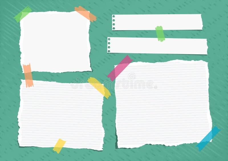 Het gescheurde die wit besliste nota, notitieboekje, voorbeeldenboekdocument bladen met kleurrijke kleverige band op heldergroen  royalty-vrije illustratie